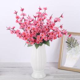 Bouquet di nozze di pesca online-Cherry Blossoms Peach Blossom Fiori finti Seta artificiale Bouquet di fiori di ramo Trendy per la casa Soggiorno Decorazione di nozze