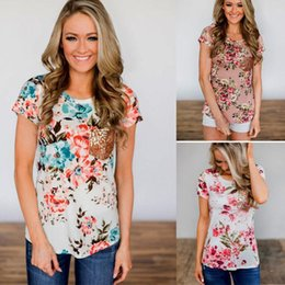 7d80a547c72578 Neue Mode Sommer Frauen T-shirts Floral Lose Tops Damen Kurzarm T-Shirt  Pailletten Tasche Sommer Stilvolle Frauen Kleidung preiswerte damen  stilvolle ...