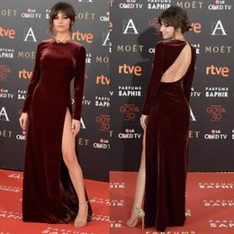 vestito da sera indietro senza fodera Sconti Borgogna Velvet Red Carpet Celebrity Dresses con maniche lunghe 2020 Jewel Neck Backless fessura di livello di promenade Occasione Evening Gown