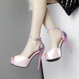 panno netto sexy Sconti 2019 estate nuova multa europea e americana sexy impermeabile rosso netto con sandali tacco alto scarpe fiore colore del panno delle donne