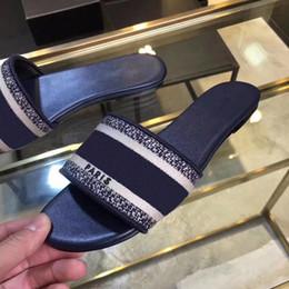 Argentina 2019 Nuevas mujeres Azul Rayas blancas Sandalias Denim Slipprs plano Correas de trabajo verano sandalias de mujer Señoras playa al aire libre Causas cheap denim flat sandals Suministro
