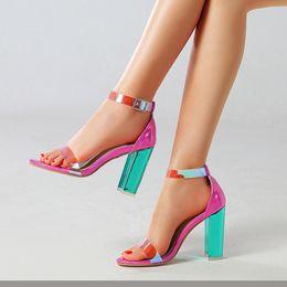 Argentina Del color del caramelo de tacón alto sandalias atractivas de los zapatos de Claro nuevo de la manera verano de las mujeres de tacón alto de la hebilla de correa de PVC pío de las sandalias del dedo del pie zapatos Suministro