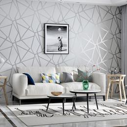 2019 пластиковые мозаичные плитки 3D моды Геометрическая Обоев Современный дизайн Silver Stripe Pattern Серый Ролл Обои Спальня Гостиная Домашнее украшение