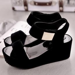 Canada sandales simples à muffins givrées Fashion avec semelles épaisses pour chaussures pour femmes avec talon moyen, talon incliné, bouche de poisson et chaussures magiques Offre