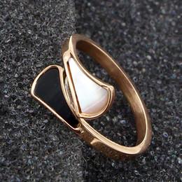 gold ringe besten design Rabatt Neues design horn form weiße muschel und schwarzer emaille ring für frau titanium stahl rose gold edlen schmuck geben liebhaber beste geschenk