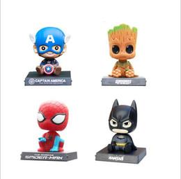 Decoraciones de teléfonos móviles online-Novedad Capitán América Hombre Araña Batman Cosplay Car Shake Head Doll Anime Cartoon Automóvil Decoración Asiento de Teléfono Móvil Para Hombres