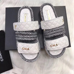 соломенные сандалии Скидка Роскошные дизайнерские женские тапочки на плоской подошве нескользящие сандалии бренда летние удобные соломенные пляжные тапочки с оригинальной коробкой