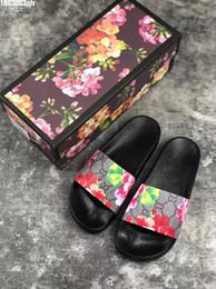 Chaussures d'été pour hommes en cuir en Ligne-2019 Designer De Luxe Hommes Femmes Été Sandales Plage Slide Casual Pantoufles Dames Confort Chaussures Imprimer En Cuir Fleurs Abeille 36-46 Avec Boîte