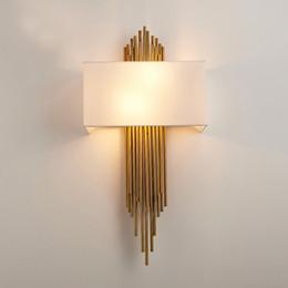 Lampara de pared dorada online-Nordic Modern Gold lámpara de pared de oro aplique luces de pared de lujo para sala de estar dormitorio baño casa interior accesorio de iluminación decoración