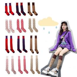 Calcetines rojos vintage online-2019 nuevo de las mujeres de la rodilla de la Línea Dorada de alta calcetines de la vendimia de oro japonesa atractiva de la manera sobre la rodilla de Stocking de red en estrella Rojos de algodón calcetines largos C101501
