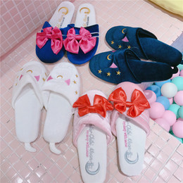 Pantofole di kawaii online-Anime Sailor Moon Patchwork ricami fiocco Kawaii Lolita Slipper casa calda peluche scarpe Cat Cartoon Camera Piano Velvet Cosplay Y200706
