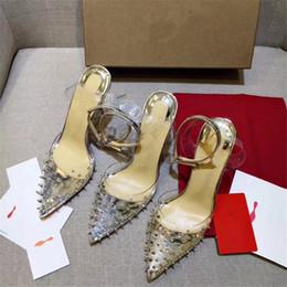 b77132f6256fc Marca de lujo RED BOTTOM Tacones altos Cinturón de uñas de plástico  transparente Con la boca baja Zapatos de vestir de las mujeres Moda Spikes  Bombas 8 10 ...