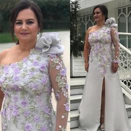 2019 bräutigam zurück lange anzüge 2019 Arabisch Silber reizvolle Hüllen-Mutter der Braut-Kleid-Spitze-wulstige Mutter des Bräutigams Kleider Hoch Split Abend-formale Partei-Kleider