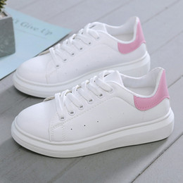 Chaussures de sport coins en Ligne-Chaussures New Designer Femme Wedges Plate-forme Chaussures de sport respirant Tenis Feminino à lacets Casual Chunky Sneakers Ladies Zapatos Mujer
