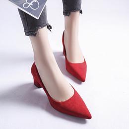 Afilado de la boca Poco profundo Honor de otoño2019 Tacón alto Grueso Con dulce Mujeres Tallarines Temperamento Calzado único Zapatos de boda rojos desde fabricantes