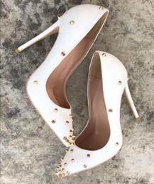 Бесплатная доставка гонорар новый стиль Повседневная Дизайнер белая матовая кожа шипованные шипы острым носом туфли на высоких каблуках туфли на высоком каблуке невесты свадьба обувь от
