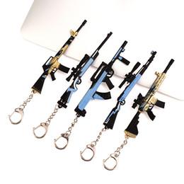 2019 pistola morbida di freccette 15 stili Pace Elite Eat catena pollo gioco chiave del pendente 12 centimetri in lega di nuovo 98KAWM Ombra Attacchi d'oro chiglia della pelle Arma modello L631