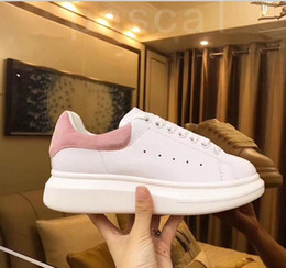 2020 Black Velvet das mulheres dos homens Casual sapatos bonito Platform Casual Sneakers Designers Luxo Sapatos de couro Cores sólidas instrutor de Fornecedores de sapatas running feitas sob medida baratas