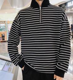 Vêtements pour hommes Nouveaux vêtements en vrac à rayures pour amants, pour hommes et pour femmes Vêtements BF Hong Kong Aberdeen's Literary and Art Wear Col moyen ? partir de fabricateur