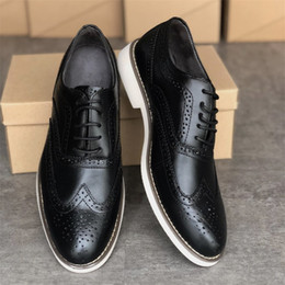 Mens schuhe designer oxfords online-Mens London Schnürschuh Oxfords Elegante Schuhe Designer Handcrafted Business Schuhe Schwarz-echtes Leder schnüren sich oben Trainer-Partei-Hochzeit Schuhe