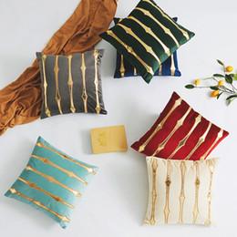 Cuscini in oro blu online-federe comodino villa modello americano di precisione europea oro panno di velluto olandese copertura cuscino del divano ricamato