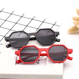 2019 gafas de sol laterales Forma de ocho lados Gafas de sol Gafas de sol con montura irregular Gafas Personalidad Mujeres Exterior Sunscreen Summer Beach 4ol f1 gafas de sol laterales baratos