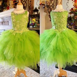 flor menina verde vestido strass Desconto Encantador Verde Uma Linha Curta Criança Flor Meninas Vestidos de Strass assimétrico Hem Layer Saia Meninas Pageant Vestido Mini Prom Vestidos