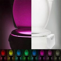 Intelligente LED Sensore di movimento umano Bagno di notte illuminato toilette con luce colorata Sedile WC Lampada sensore automatico luce del sedile da
