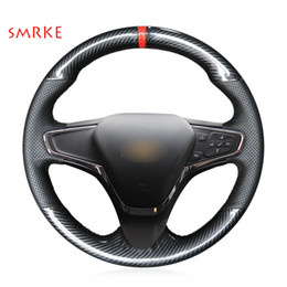 Cubre volante chevrolet online-Cubierta del volante del coche de cuero negro de fibra de carbono para Chevrolet Cruze 2015 Volt 2016 2017 Nuevo Cruze
