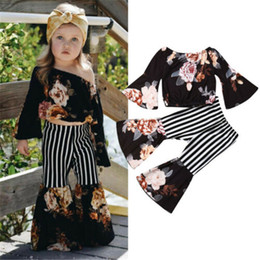Off ombro kid roupa on-line-Crianças Menina Floral Tops Stripe Flared Calças Set Baby Girl Fora Do Ombro Top Stripe Calças Calças Roupas de Menina Roupas de Grife