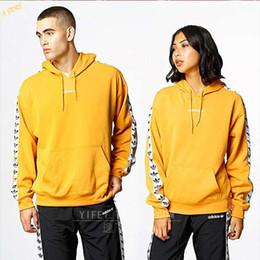 Shorts do hoodie dos homens on-line-Hoodie dos homens Designer de Maré de Luxo Da Maré Com Capuz Moda Mangas Curtas Roupas Carta Popular Padrão Moda Casal Camisolas