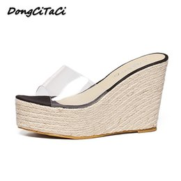 2020 cuñas transparentes zapatillas DongCiTaCi 2018 Summer Women Wedges Sandals Zapatos Mujer Thick bottom Slippers Transparent Straw Hemp Rope Plarforms SandalsMX190824 cuñas transparentes zapatillas baratos