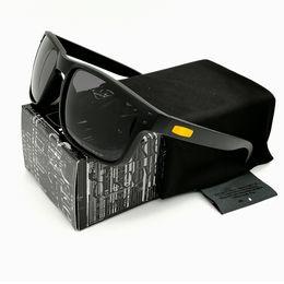f3b3d012f9 Diseño de moda NEW9244 gafas de sol polarizadas de conducción para hombres  Smoke Black VR46 Marco Amarillo Logo Gris Lente Gafas de marca Envío  gratuito
