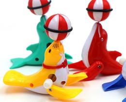 2019 jouets en plastique de chenille Casse-tête de dessin animé Clockwork dauphins sur le stand de vente en gros de jouets pour enfants du commerce extérieur transfrontalier Livraison gratuite