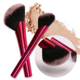 Pinceles de maquillaje de mango de aluminio online-Maquillaje inclinado Pinceles Rosa Rojo Mango De Aluminio Cepillo Base Suave Contorno Cepillos Cosméticos cepillo de rubor Belleza Herramienta GGA2230