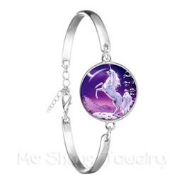 Placas de vidro roxas on-line-Bonito unicórnio roxo voar cavalos 18mm cúpula de vidro cabochão pulseira jewely banhado a prata bangle para mulheres meninas presente