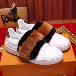 Moda design couro mens sapato on-line-Novos Projetos Dos Homens de Luxo Sapatos Casuais Triplo Branco Preto Formador de Couro Das Mulheres Designer de Moda Lazer Sapatilha Com Caixa de tamanho 36-44