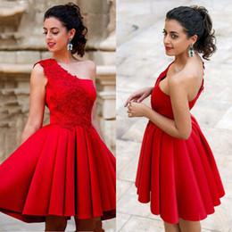 Vestidos cortos de un hombro rojo online-De un hombro Vestidos de cóctel corto de color rojo 2020 del regreso al hogar del vestido de satén Apliques Cremallera Vestidos Volver partido del dulce 16 Vestidos