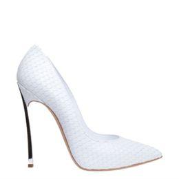 Stilettos da europa on-line-Sapatos de salto alto das mulheres novas Europa e América moda stiletto sex metal sapatos de salto alto dedo apontado único sapatos sapatos de mulheres brancas