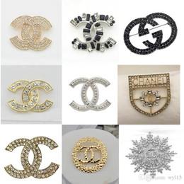 conjunto de brazalete de oro antiguo Rebajas Nueva lujo broches Carta Broche Rhinestone exquisito lujo de la joyería de la broche de tendencia de la moda Ropa Decoración de la venta caliente