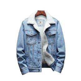 2019 casacos de lã azul claro Homens Luz Azul Inverno Jean Jaquetas Casacos Denim Quente Casacos Novos Homens Tamanho Grande Forro De Lã Mais Grosso Inverno Denim Jaquetas Size6XL desconto casacos de lã azul claro