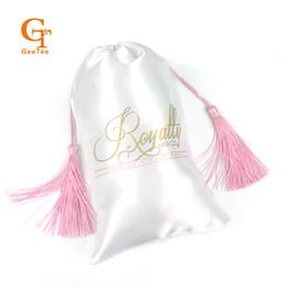Sacos de compras de seda on-line-sacos de empacotamento da extensão feita sob encomenda do pacote do cabelo do Virgin do nome da loja do logotipo, personalizados Sacos de seda do cetim da borla Luxuary para o empacotamento do cabelo