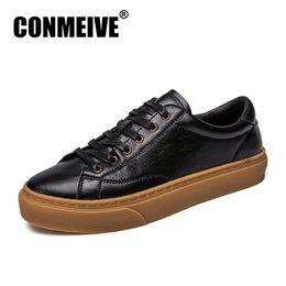 2019 homens adultos acendem sapatos 2018 nova moda casual mens sapatos de couro macio e confortável homem sapatos baixos respirável luz adulto lace-up formadores calçados homens adultos acendem sapatos barato
