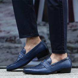 2019 sapatas de vestido azuis formais dos homens Serpentina azul / preto verão mocassins homens se vestem sapatos de couro de patente sapatos de negócios formais mens sapatos de casamento desconto sapatas de vestido azuis formais dos homens