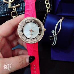 guarda le donne alla moda Sconti orologi da donna di lusso con cinturino in pelle di tendenza alla moda in pelle candy designer giovani studentesse orologi da polso montre orologio di lusso
