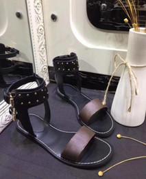 Nueva marca de lujo de las mujeres de impresión sandalia de cuero llamativo gladiador estilo diseñadores suela de cuero perfecto lienzo plano sandalia llana Size35-41 desde fabricantes