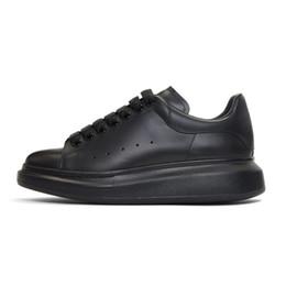 Fábrica al por mayor Precio barato Diseñador de las mujeres y de los hombres corriendo los zapatos deportivos de múltiples colores de moda zapatillas de deporte tamaño 36-45 desde fabricantes