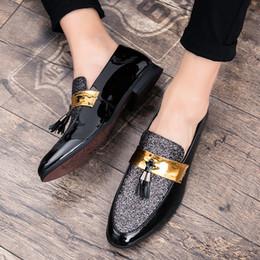 calça preta calça homens Desconto QPFJQD Homens de Negócios de Couro Artificial Terno Sapatos Tie Borla Ponto Toe Sapatos de Casamento Formal Preto Prata Drop Shipping