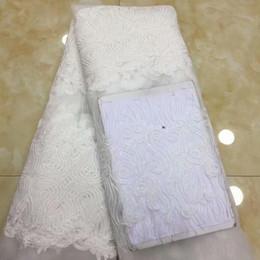 tecido de laço de tule francês branco Desconto Alta Qualidade branco Cor Tecido de Renda Africano com Beads Materiais Lace Francês Nigeriano Tule Tecido de Renda Para O Vestido de Festa de Casamento