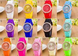 Женва смотрит на полосы женщин онлайн-13 цветов Luxury Diamond GENEVA Часы Силиконовые Наручные Часы с Модой Конфеты Цвет Часы Мужские Кварцевые Наручные Часы Для Мужчин Женщин